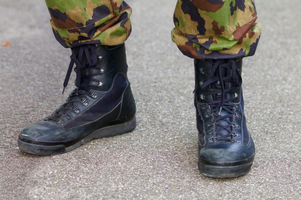 Combat boots: tips & backgrounds to choose from